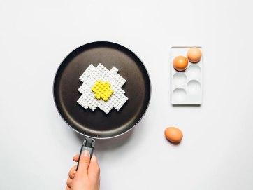 projeto-fotografico-transforma-objetos-do-dia-dia-em-lego-6a