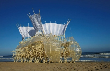 follow-the-colours-esculturas-theo-jansen-Strandbeests-00