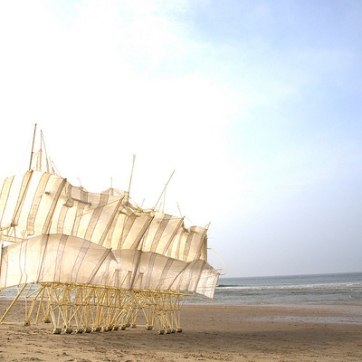 follow-the-colours-esculturas-theo-jansen-Strandbeests-03